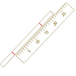 紙や糸を広げて印の長さを測ります。