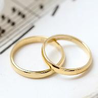キラキラ輝く結婚指輪
