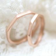 やわらかな雰囲気を意識して作ったピンクゴールドの結婚指輪
