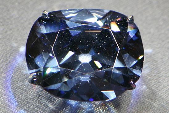 呪われた青いダイヤモンド